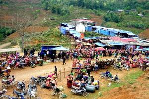 Traditional Saturday Market Sapa