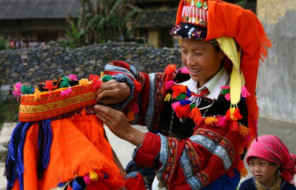 Discover 4 ethnic villages with Sapa tour 2 days 1 night