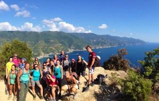 Foto di gruppo a Punto Mesco: sullo sfondo le Cinque Terre