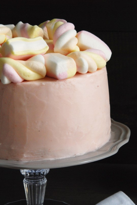 angel food cake con marshmallow e frosting al lampone