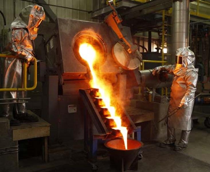 Pemurnian emas di smelter