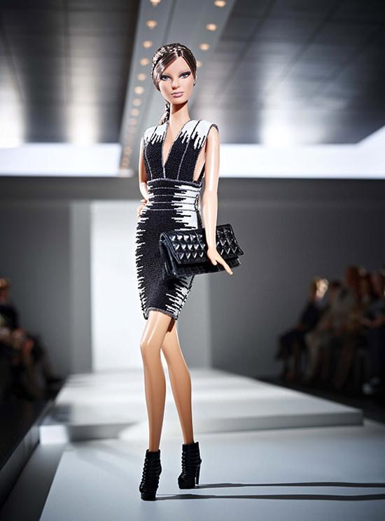Barbie e i suoi look firmati Hervé Léger by Max Azria