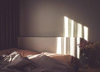 Wady i zalety łóżek tapicerowanych