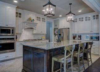 Jak rodzaj blatu sprawdzi się w każdej domowej kuchni