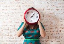 Jak dobrać zegar ścienny do naszego mieszkania