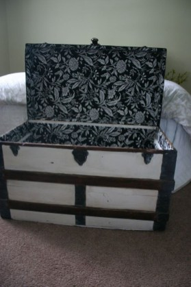 Ideas To Decorate Your House With Vintage Chests And Trunks 21