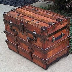 Ideas To Decorate Your House With Vintage Chests And Trunks 29