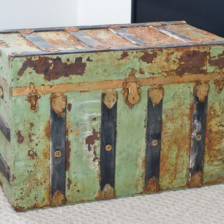 Ideas To Decorate Your House With Vintage Chests And Trunks 39