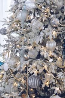 Adorable White Christmas Decoration Ideas 03