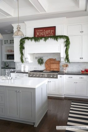Awesome Christmas Kitchen Decor Ideas 32