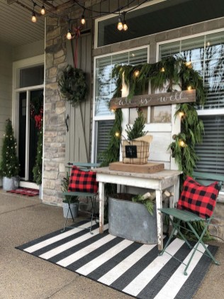 Cute Outdoor Christmas Decor Ideas 09