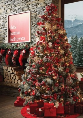 Extraordinary Christmas Tree Decor Ideas 08