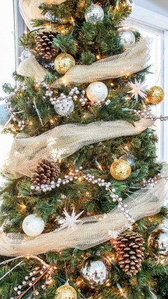 Extraordinary Christmas Tree Decor Ideas 26