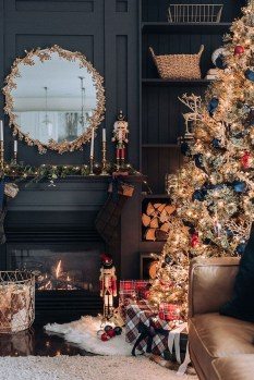 Extraordinary Christmas Tree Decor Ideas 32