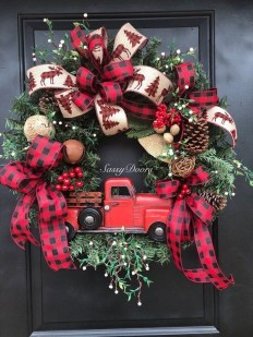 Fascinating Farmhouse Christmas Decor Ideas 28