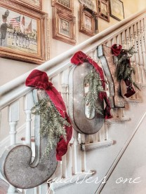 Fascinating Farmhouse Christmas Decor Ideas 38
