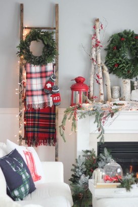 Gorgeous Christmas Apartment Decor Ideas 24
