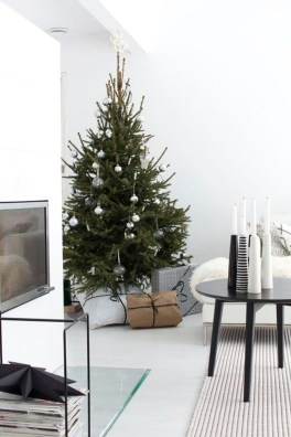 Gorgeous Christmas Apartment Decor Ideas 35