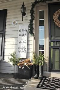 Inspiring Farmhouse Christmas Porch Decoration Ideas 03