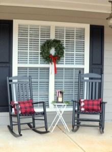 Inspiring Farmhouse Christmas Porch Decoration Ideas 04