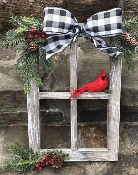 Inspiring Farmhouse Christmas Porch Decoration Ideas 16