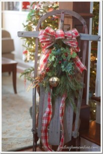 Inspiring Farmhouse Christmas Porch Decoration Ideas 23