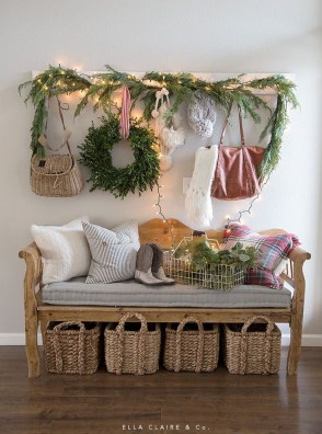 Lovely Red And Green Christmas Home Decor Ideas 07