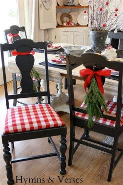 Lovely Red And Green Christmas Home Decor Ideas 15