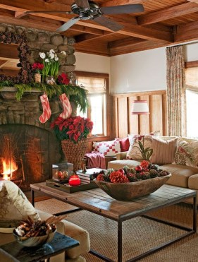 Lovely Red And Green Christmas Home Decor Ideas 36