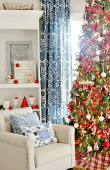 Lovely Red And Green Christmas Home Decor Ideas 42