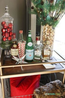 Lovely Red And Green Christmas Home Decor Ideas 51