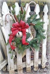 Perfect Christmas Front Porch Decor Ideas 03