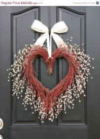 Unique Outdoor Valentine Decor Ideas 12