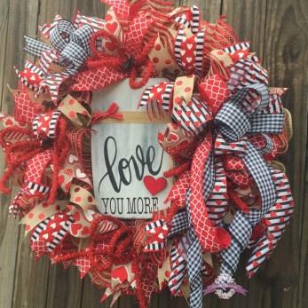 Unique Outdoor Valentine Decor Ideas 24