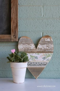 Unique Outdoor Valentine Decor Ideas 26
