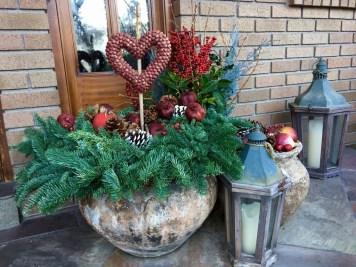 Unique Outdoor Valentine Decor Ideas 47