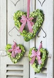Unique Outdoor Valentine Decor Ideas 48