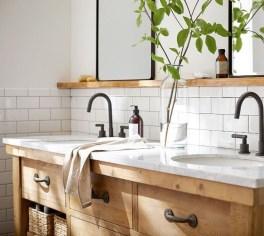 Comfy Farmhouse Wooden Bathroom Design Ideas 01