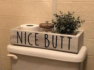 Comfy Farmhouse Wooden Bathroom Design Ideas 17