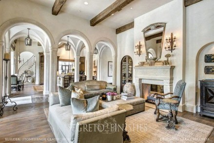 Luxury European Living Room Decor Ideas With Tuscan Style 10