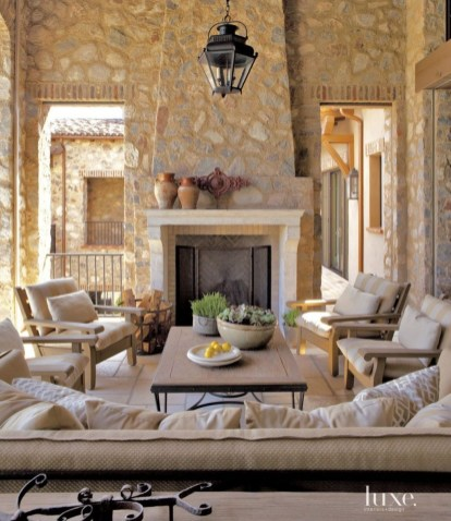 Luxury European Living Room Decor Ideas With Tuscan Style 16