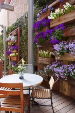 Stunning Small Patio Garden Decorating Ideas 45