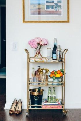 Wonderful Apartment Coffee Bar Cart Ideas 22