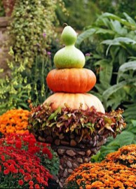 Incredible Autumn Decorating Ideas For Backyard 01