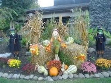 Incredible Autumn Decorating Ideas For Backyard 28