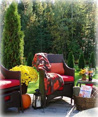 Incredible Autumn Decorating Ideas For Backyard 35
