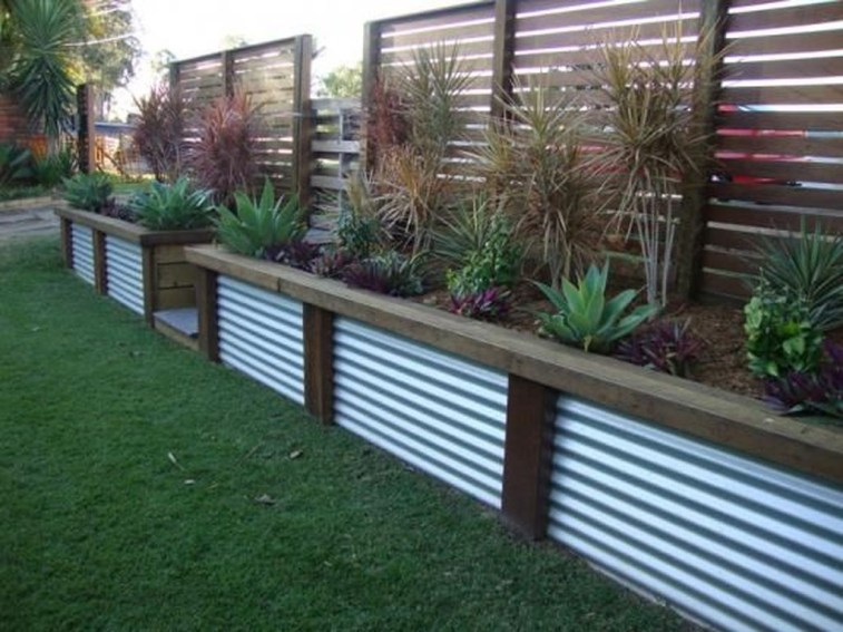 Cute Garden Fences Walls Ideas 04