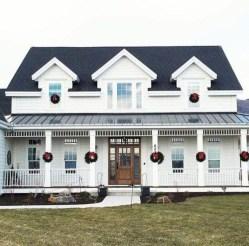 Fabulous White Farmhouse Design Ideas 34