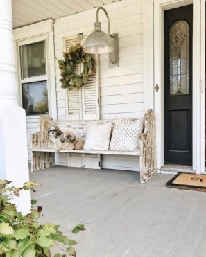 Fascinating Farmhouse Porch Decor Ideas 41