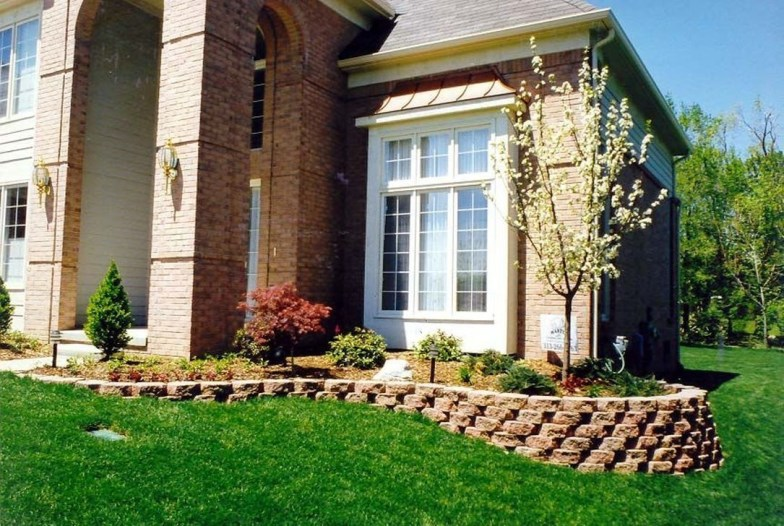 Gorgeous Front Yard Retaining Wall Ideas For Front House 23
